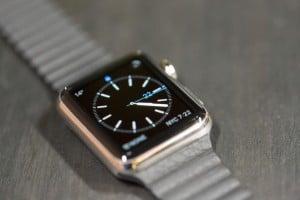 apple-watch-tight-desk